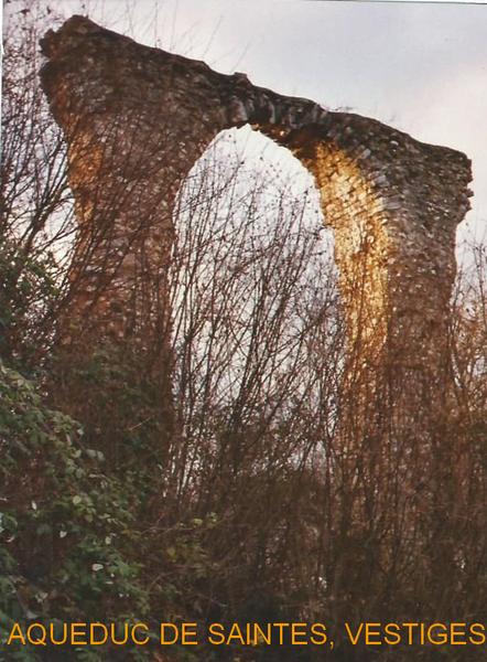SURVOL HISTORIQUE ET ARCHITECTURAL DE LA VILLE  DE SAINTES